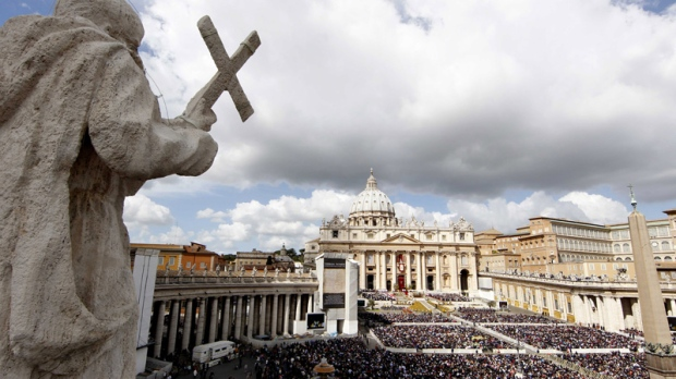 Faithful gather in St. Peter's Square at the Vatican during the Easter Mass celebrated by Pope Benedict XVI, Sunday, April 8, 2012. (AP Photo/Pier Paolo Cito)