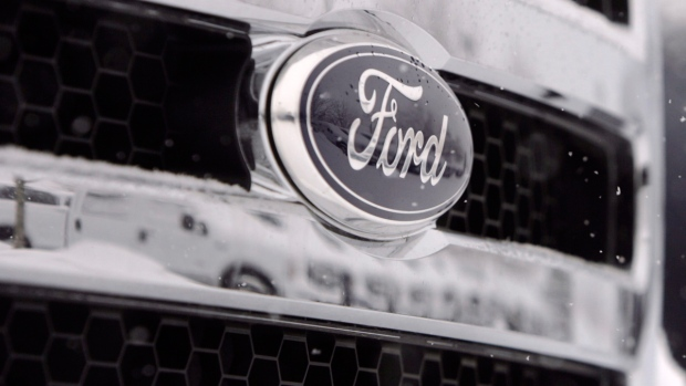 Ford emblem on a 2007 pickup truck