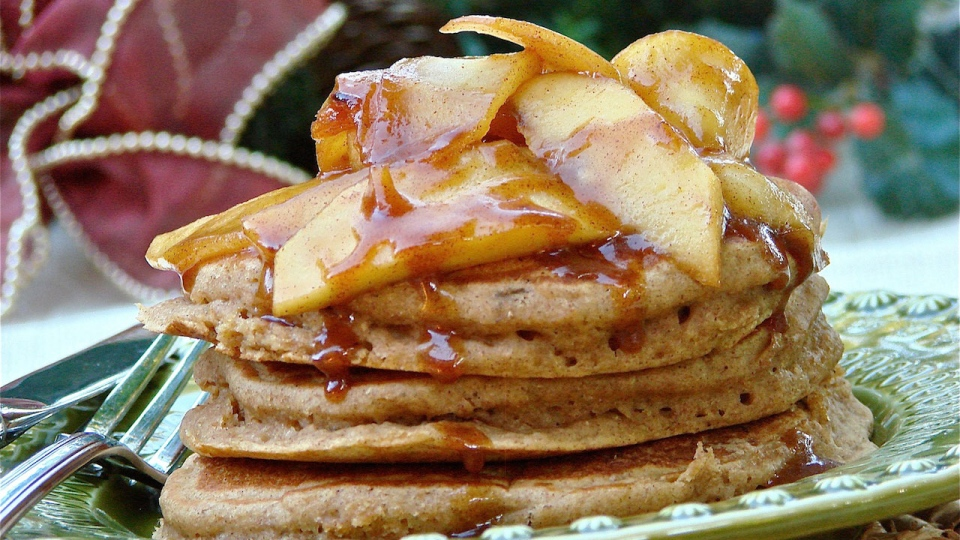 Looneyspoons Recipe: Gingerbread Pancakes with Caramelized Apples