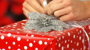 Canada AM: How to wrap gifts