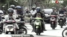 In this image made from Indonesian television TV One, people on motorcycles and cars flee after a strong earthquake hit in Aceh in Indonesia, Wednesday, April 11, 2012. (AP / TV One via AP Video)