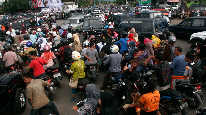 People are stuck in a traffic jam as they evacuate to higher ground after a strong earthquake was felt in Banda Aceh, Aceh province, Sumatra island, Indonesia, Wednesday, April 11, 2012.  (AP Photo/Heri Juanda)