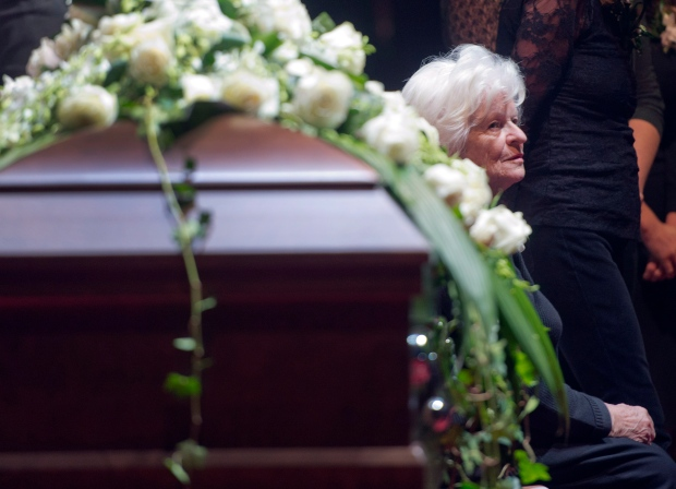 Beliveau's widow moved to tears