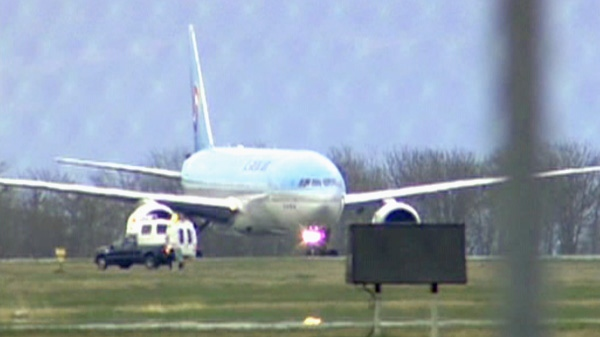 A Korean Air flight forced to make an emergency landing Tuesday at a Vancouver Island military base because of a bomb threat has resumed its journey to South Korea.