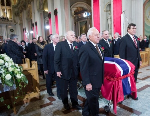 Pallbearers and former teammates (left tor right) Dickie Moore, Jean-Guy Talbot, Phil Goyette, Yvan Cournoyer, Guy Lafleur and Serge Savard carry the casket of former Montreal Canadiens captain Jean Beliveau into his funeral service at Mary Queen of the World Cathedral in Montreal, Wednesday, Dec.10, 2014. (Paul Chiasson / THE CANADIAN PRESS)