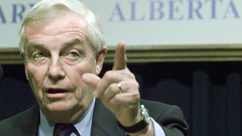 Former Alberta premier Peter Lougheed gestures during a news conference in Calgary after the first meeting of Alberta's anti-Kyoto committee on Oct. 1, 2002. (Adrian Wyld/THE CANADIAN PRESS)