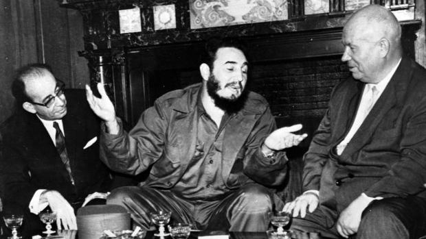 Fidel Castro, centre, with Nikita Khrushchev