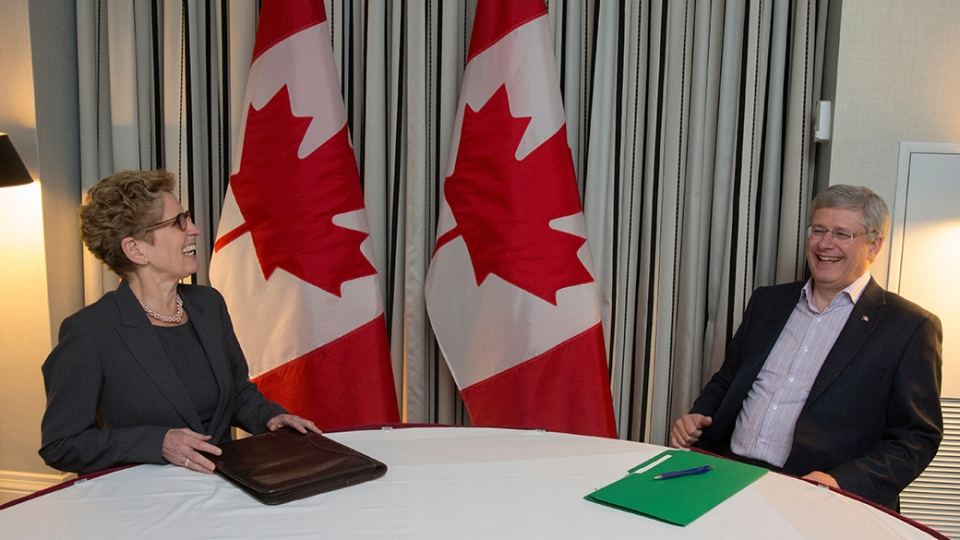 Prime Minister Stephen Harper and Ontario Premier Kathleen Wynne met in Toronto on Monday, Jan. 5, 2015. (Jason Ransom / PMO)
