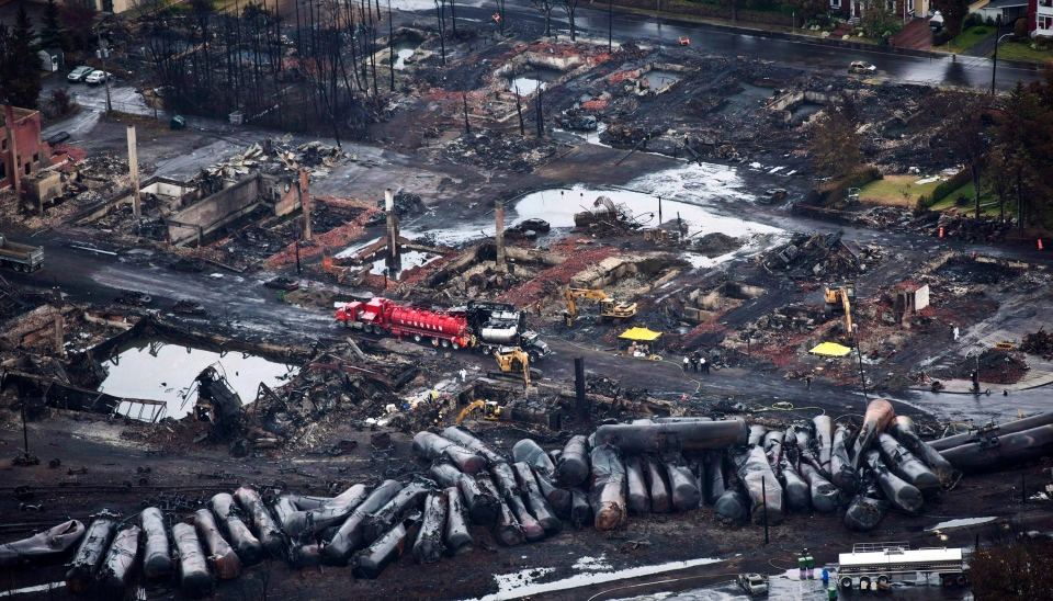 Workers comb through debris after a train derailed causing explosions of railway cars carrying crude oil in Lac-Megantic, Quebec on on July 9, 2013. (Paul Chiasson / THE CANADIAN PRESS)