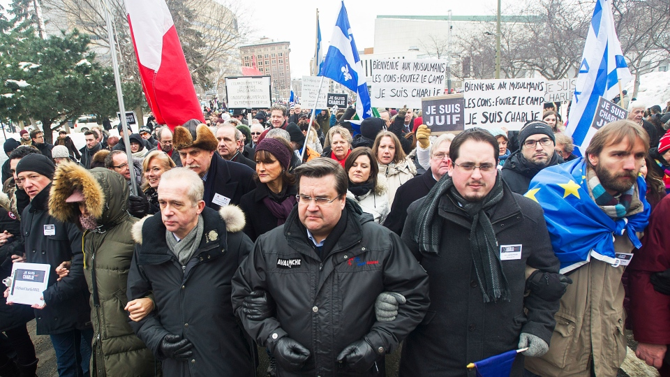 Montreal Mayor Denis Coderre, centre, leads a rally of solidarity in Montreal, Sunday, January 11, 2015. (Graham Hughes / THE CANADIAN PRESS)