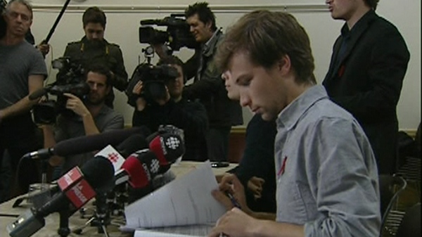 Gabriel Nadeau-Dubois, spokesperson for CLASSE, checks his notes during a news conference (May 3, 2012)