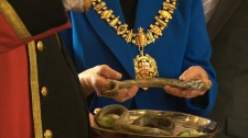 Canada will send about a kilogram of lamprey eels to England where they will be baked in a traditional pie for Queen Elizabeth II.
