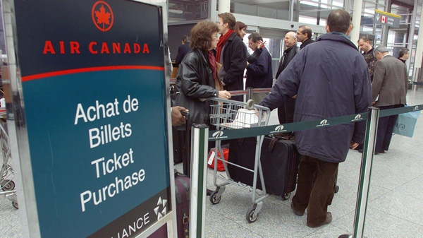 Passengers line-up to purchase tickets at Air Canada at Dorval Airport in Montreal.(Ryan Remiorz / THE CANADIAN PRESS)