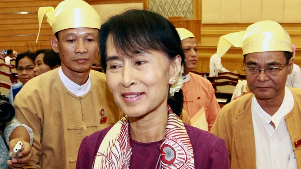 Opposition leader Aung San Suu Kyi speaks to reporters after attending a regular session of Myanmar Lower House, in Naypyitaw, Myanmar, Wednesday, May 2, 2012. (AP / Khin Maung Win)