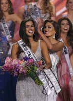 Reigning Miss Universe Gabriela Isler, right, crowns the new Miss Universe, Paulina Vega of Colombia, left, during the Miss Universe pageant in Miami, Sunday, Jan. 25, 2015. (AP / Wilfredo Lee)