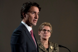 Liberal leader Justin Trudeau and Ontario Premier Kathleen Wynne take part in a joint news conference in Ottawa Thursday January 29, 2015 ahead of a meeting of Canadian premiers. (CP / Adrian Wyld)