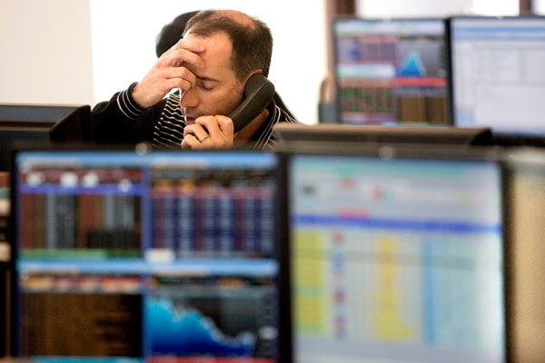 A TSX floor trader reacts to markets on Friday Oct. 3, 2008, in Toronto. (THE CANADIAN PRESS / Chris Young)