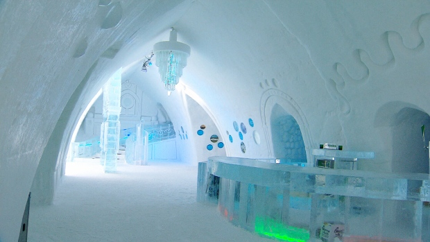 Canada AM: Chilly night at Hotel de Glace