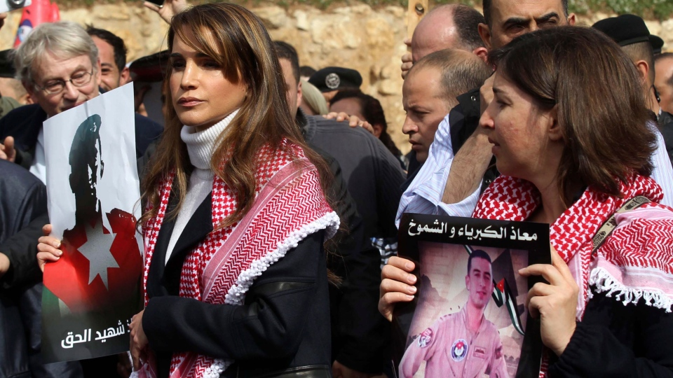 Queen Rania holds a pi...