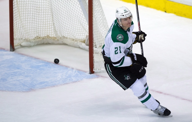 Stars 39 roussel gets 2 game suspension for cross check on for Interieur sport antoine roussel