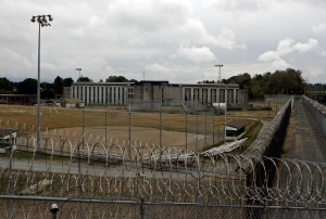 The medium-security Matsqui prison in Abbotsford, B.C. on Sept. 14, 2006. (The Canadian Press / Richard Lam)