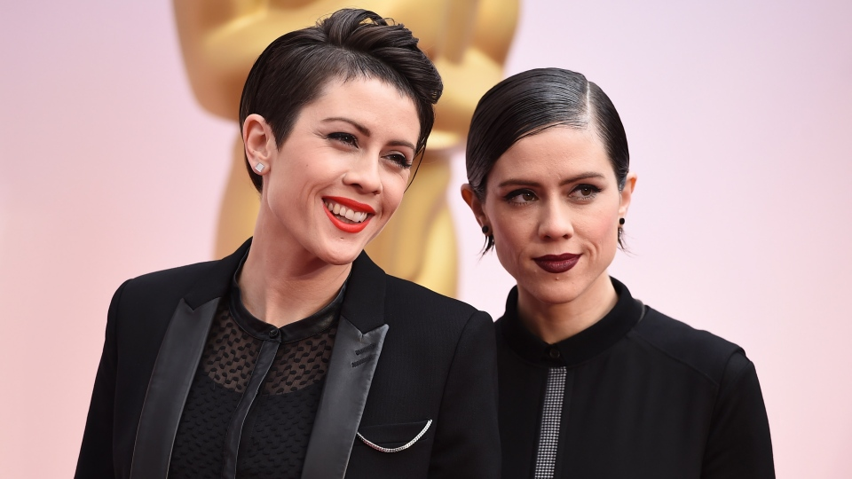 Can-con performers: Tegan Quin, left, and Sara Quin of the musical group Tegan and Sara arrive at the Oscars on Sunday, Feb. 22, 2015, at the Dolby Theatre in Los Angeles. (Photo by Jordan Strauss/Invision/AP)