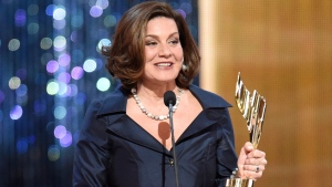 Lisa LaFlamme holds her award for Best News Anchor at the Canadian Screen Awards in Toronto on Sunday evening, March 1, 2015. (Frank Gunn / THE CANADIAN PRESS)
