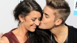 Justin Bieber kisses his mother Pattie Mallette in Los Angeles, on Nov. 18, 2012. (Jordan Strauss / Invision)