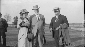 William Lyon Mackenzie King and his parents. (City of Toronto Archives)