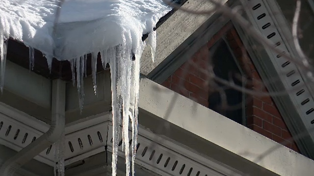 Roofing Companies Kept Busy With Winter S Wrath Ctv News