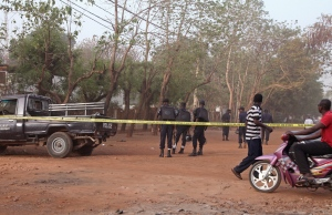The road leading to a nightclub that was attacked by gunmen is blocked of by police in Bamako, Mali on Saturday, March 7, 2015. (AP / Baba Ahmed)