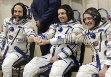 U.S. space tourist Richard Garriott, left, U.S. astronaut Michael Fincke, right, and Russian cosmonaut, commander of the mission Yury Lonchakov, crew members of the 18th mission to the International Space Station, ISS, prior the launch of Soyuz-FG rocket at the Russian leased Baikonur Cosmodrome, Kazakhstan, Sunday, Oct. 12, 2008. (AP / Dmitry Lovetsky)