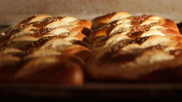 Pretzel bread baking