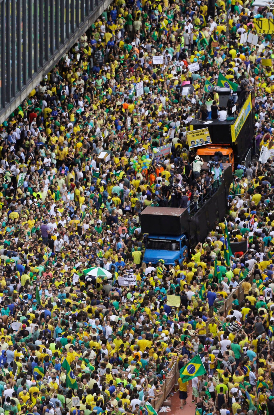 Demonstrators march along Paulista Avenue to demand the impeachment of Brazil's President Dilma Rousseff in Sao Paulo, Brazil on March 15, 2015. (AP / Nelson Antoine)