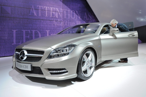 Mercedes recalling 30 000 cars to fix rear tail lamp problem for Mercedes benz brake light problem
