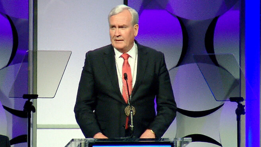 Kevin Vickers receives a medal of valour