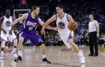 Sacramento Kings' Nik Stauskas, left, guards Golden State Warriors' Klay Thompson during the first half of an NBA basketball game on Jan. 23, 2015, in Oakland, Calif. (Ben Margot / AP Photo)