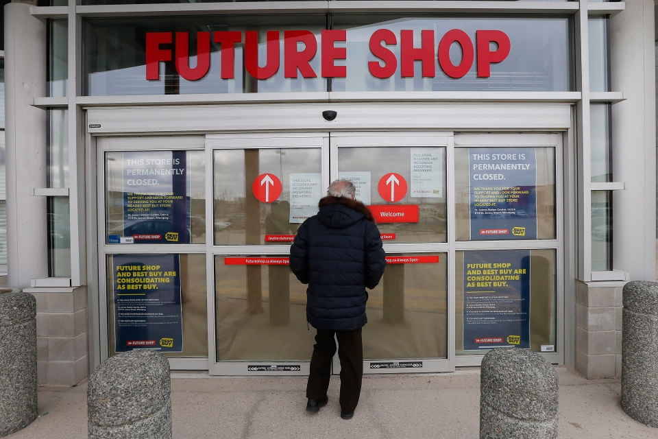 Future Shop customers are turned away by closed signs at a store in Winnipeg on Saturday, March 28, 2015. (John Woods / THE CANADIAN PRESS)