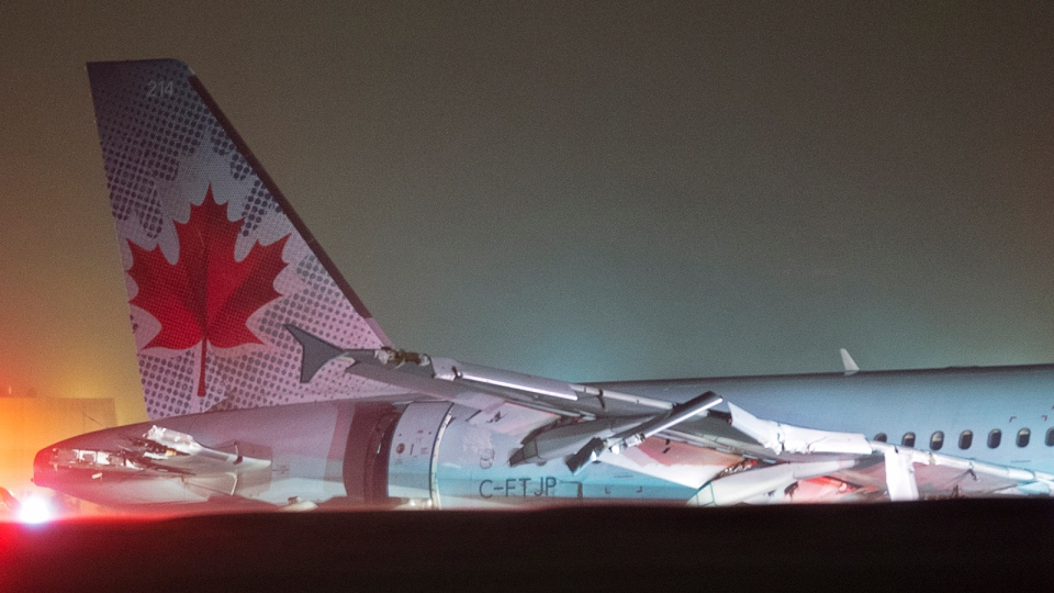 Air Canada flight 624 rests off the runway after landing at Stanfield International Airport in Halifax on Sunday, March. 29, 2015. (Andrew Vaughan / THE CANADIAN PRESS)