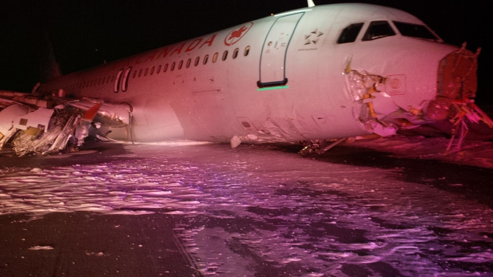Air Canada flight 624 rests off the runwayat Stanfield International Airport in Halifax on Sunday, March. 29, 2015. (Transportation Safety Board / Flickr)