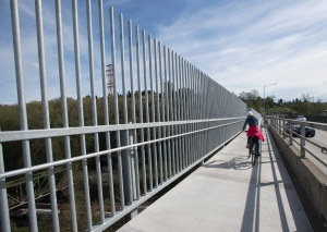 Newly installed anti-suicide fences are pictured along the Iron Workers Memorial bridge linking Burnaby and North Vancouver, B.C. Tuesday, March 31, 2015. (Jonathan Hayward / THE CANADIAN PRESS)