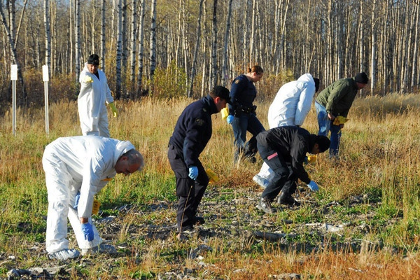 Authorities conduct a grid search at the site of the second pipeline explosion near Dawson Creek, B.C., on Friday Oct. 17, 2008. (RCMP / THE CANADIAN PRESS)