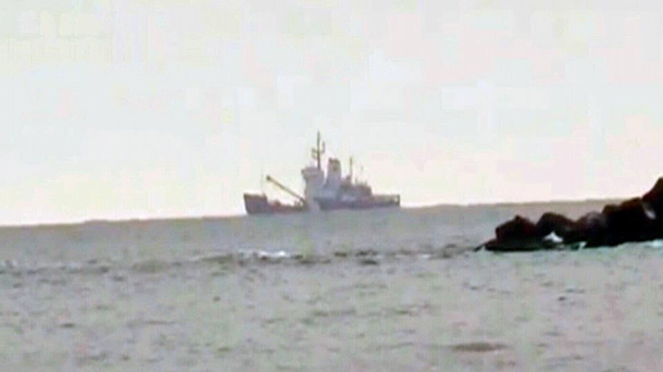 Coast guard ice breaker Ann Harvey strikes bottom