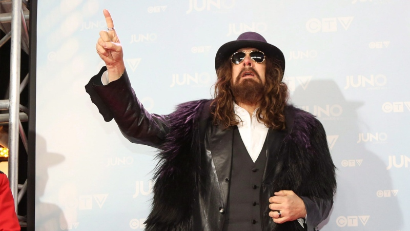 Tom Wilson poses on the red carpet during the 2015 Juno Awards in Hamilton, Ont., on Sunday, March 15, 2015. (Peter Power / THE CANADIAN PRESS)