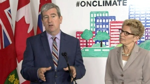 Premier Kathleen Wynne and Ontario Environment Minister Glen Murray make an announcement on 'cap and trade' in Toronto, Monday, April 13, 2015.