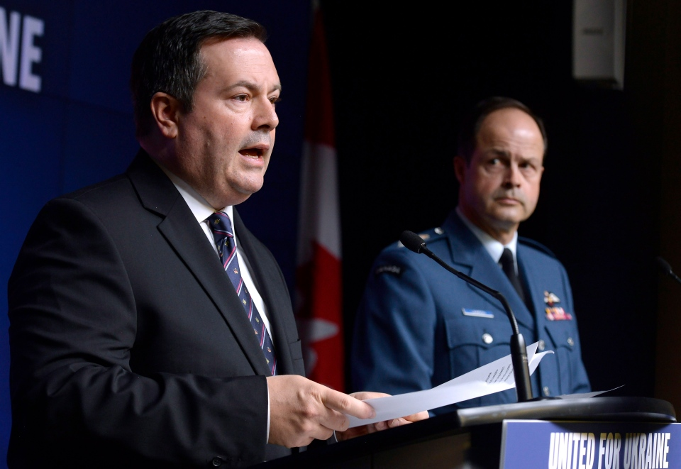 Defence Minister Jason Kenney, left, and Gen. Tom Lawson, Chief of the Defence Staff, speak to the media in Ottawa on Tuesday, April 14, 2015. (Adrian Wyld / THE CANADIAN PRESS)