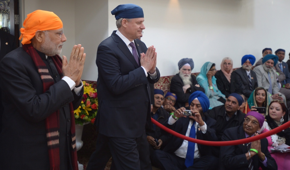 Indian Prime Minister Narendra Modi, left, and Prime Minister Stephen Harper arrive at the Gurdwara Khalsa Diwan in Vancouver on Thursday, April 16, 2015. (Jonathan Hayward / THE CANADIAN PRESS)