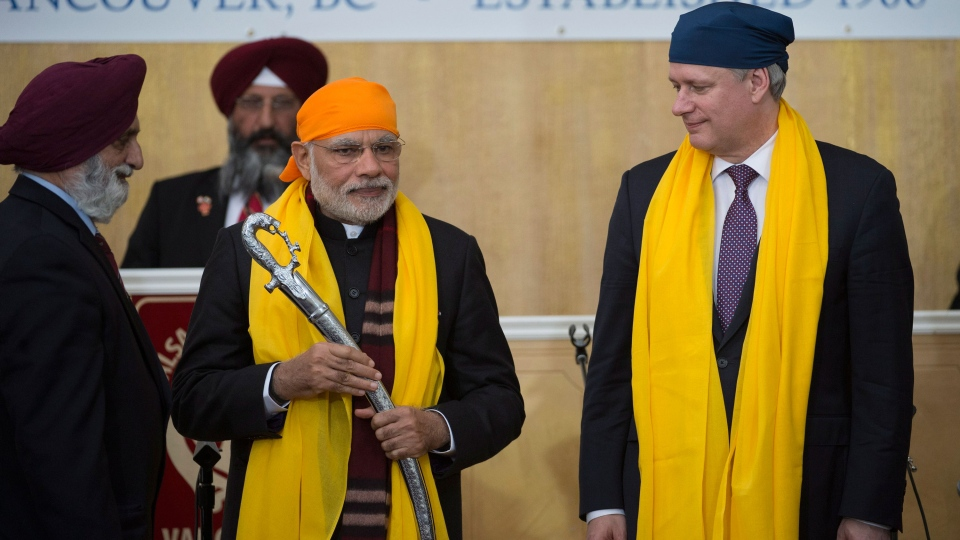 Prime Minister Stephen Harper and Narendra Modi Prime Minister of India are presented swords during a visit to the Gurdwara Khalsa Diwan in Vancouver, B.C. Wednesday, April 16, 2015. (Jonathan Hayward / THE CANADIAN PRESS)