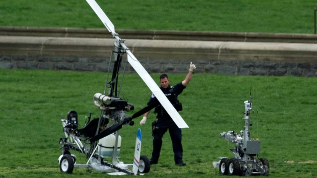 Gyrocopter pilot