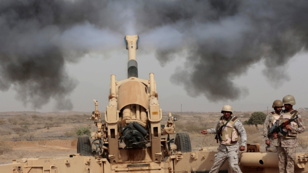 Saudi soldiers fire artillery toward Yemen border